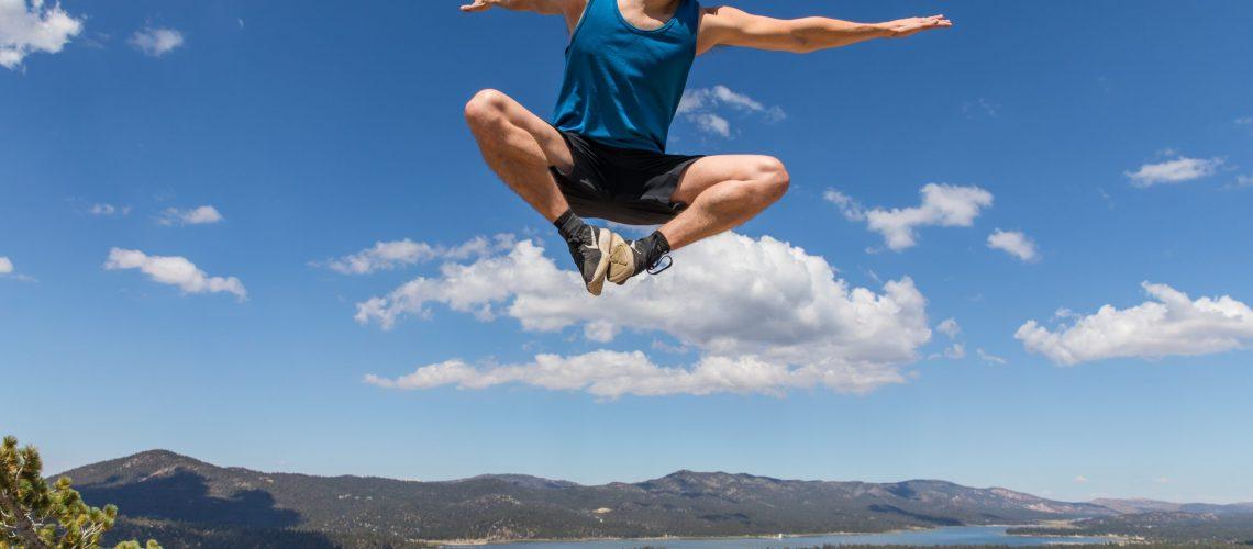 man doing jumpshot during daytime